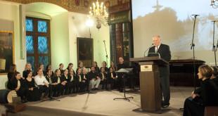 Iškilmingas K. Bradūno 100-mečio minėjimas šeštadienio vakarą vyko Valdovų rūmuose Vilniuje.