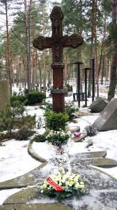 Poeto kapą Petrašiūnų kapinėse papuošė gėlės ir žvakės.