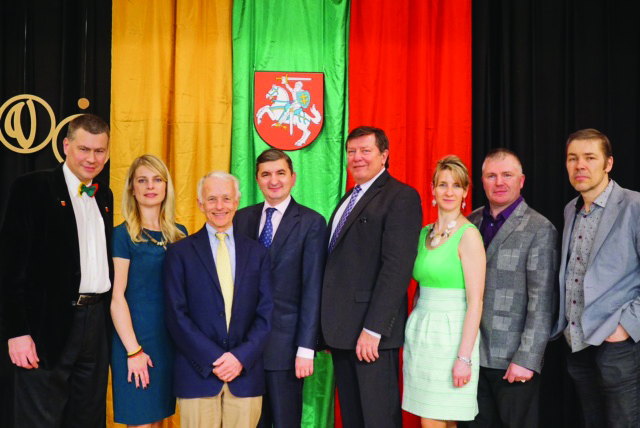 Antrus metus iš eilės Portlando apylinkių lietuvius Lietuvos Nepriklausomybės šventės proga aplankė LR generalinis konsulas, reziduojantis Los Angeles, Darius Gaidys (ketvirtas iš k.).