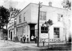Mike Kamiczaites (Kamizaičio) karčiama ir ledų parduotuvė, maždaug 1910.