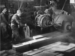Kazys Bradūnas fabrike.