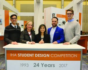 V. Matranga su 2017 metų parodos studentų dizainerių konkurso nugalėtojais.