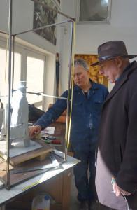 K. Balčiūnas (kairėje) ir A. Paliulis ne kartą aptarė skulptūros kūrimo klausimus.
