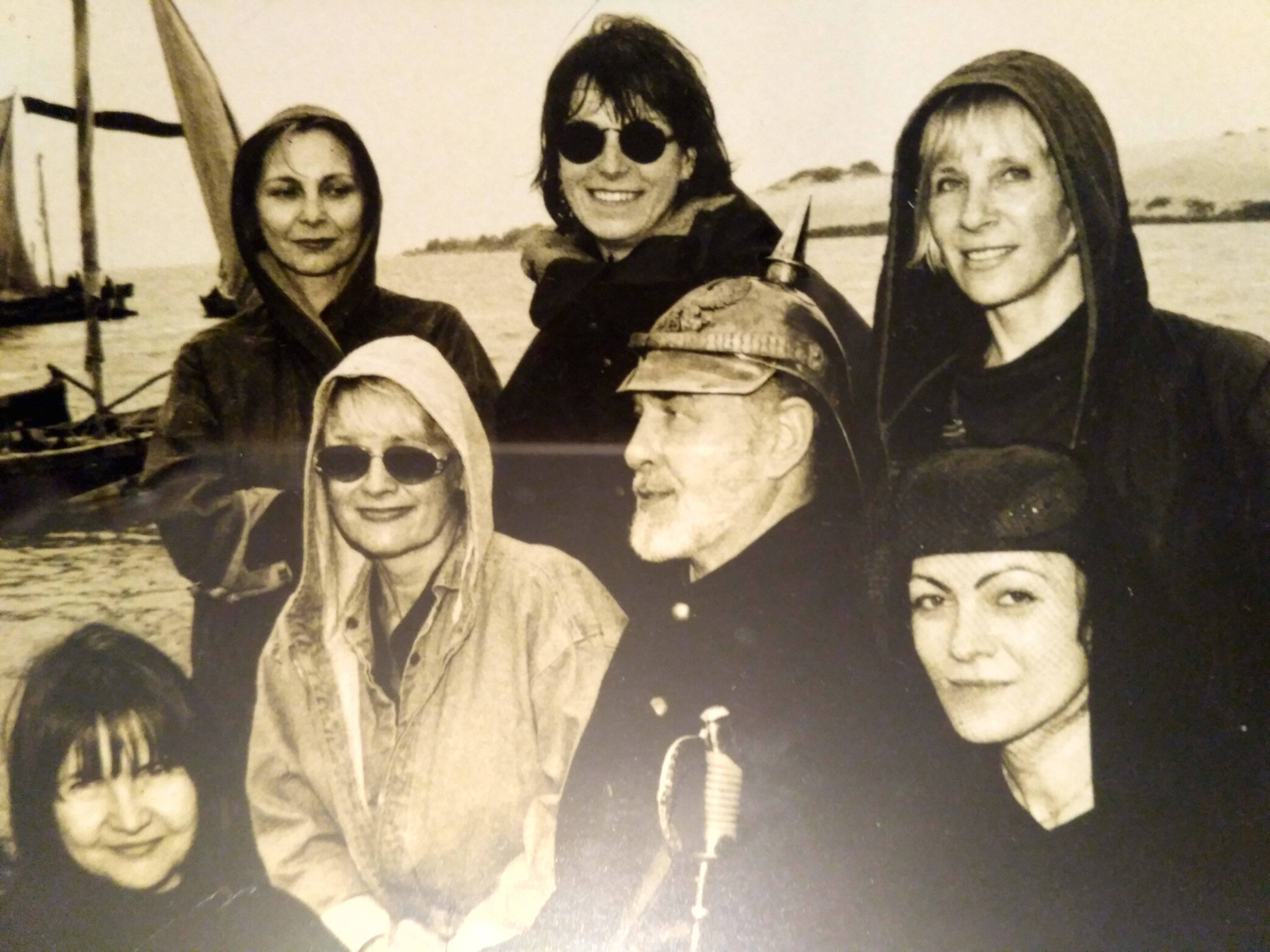 Kūrybinės grupės moterų kompanijoje – aktorius Antanas Šurna.