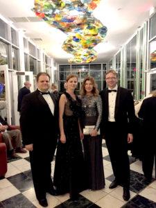 Balzeko lietuvių kultūros muziejaus 50 – mečio šventėje M. ir G. Gudynai kartu su LR ambasadoriumi JAV Rolandu Kriščiūnu ir jo žmona Živile.
