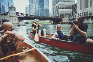 Smagus pasiplaukiojimas Čikagos upe su J. Didžiulio komanda.