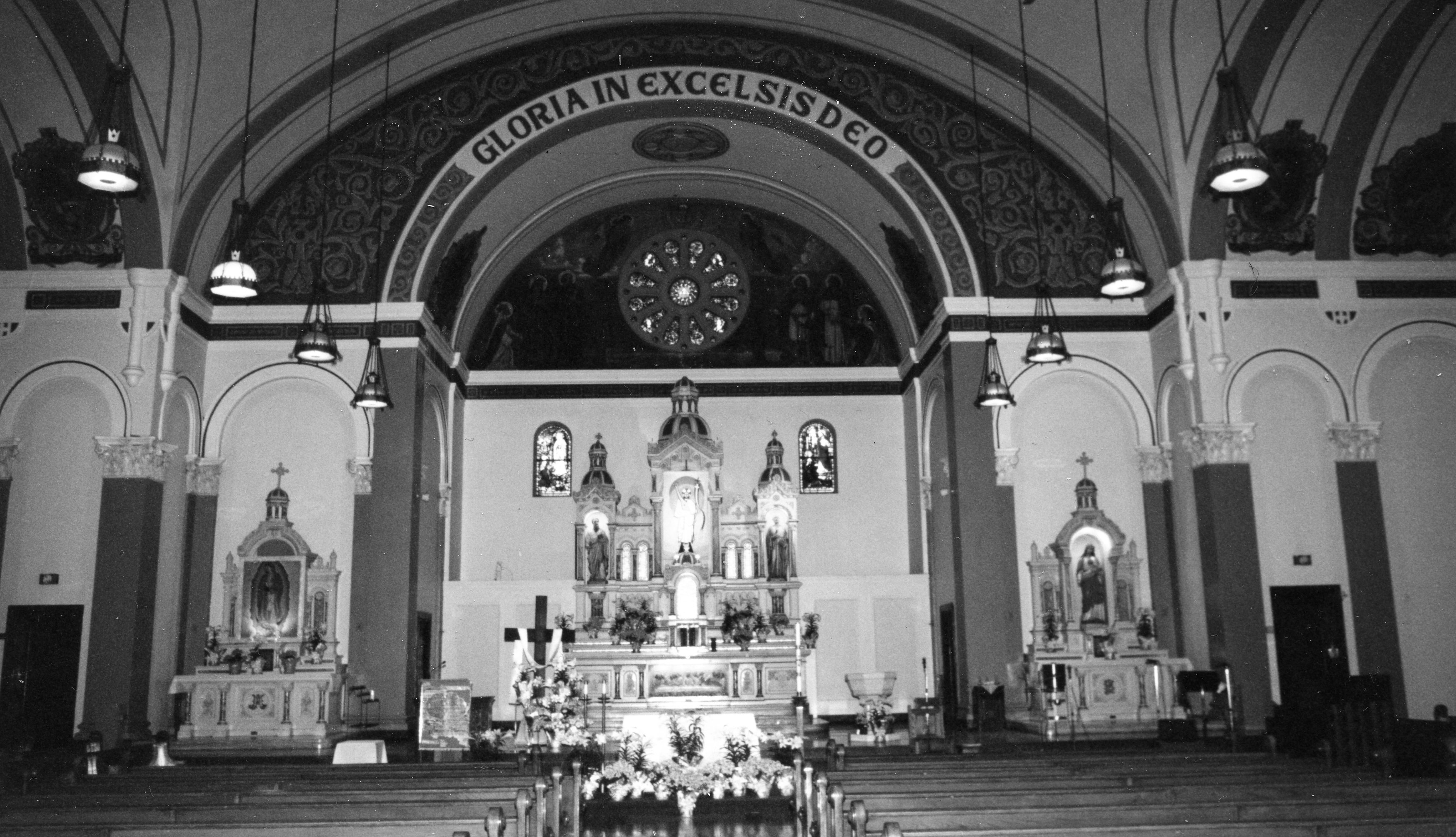 Bažnyčios altorius.
