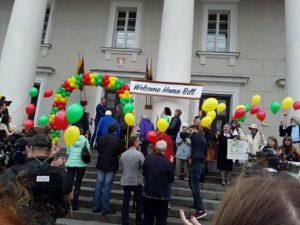 Iškilmingas sutikimas sostinės Rotušėje – su dainomis ir žydiškais šokiais.