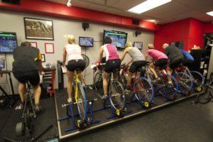 Žiemą pedalus minti galima treniruoklių salėje.