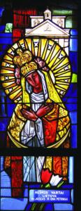 """Vitražas """"Aušros Vartų Marija"""" Nekalto Prasidėjimo bažnyčioje, East St. Louis, IL."""