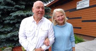 Arūnas, PLSSS jaunesnysis ryšininkas, kartais save tituluojantis jaunesniuoju iždininku, su žmona Karolina šią vasarą Lietuvoje.