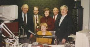 Svečiai iš Lietuvių Fondo. Stovi iš k.: Stasys Baras, R. Lapas, Marija Remienė, Antanas Olis, dr. Antanas Razma.