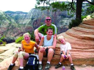 Akimirkos iš Leipų šeimos gyvenimo Amerikoje. Zion nacionaliniame parke Ramunė, jos vyras Arūnas ir Leipų šeimos atžalos.