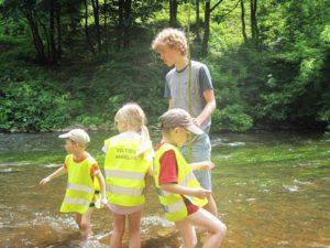 Su vaikais teko ir upėje pabraidyti.