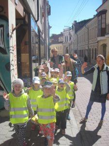 Su vaikais Vilniaus senamiestyje.