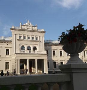 Žemaičių dailės muziejus įsikūręs Plungėje, Oginskių rūmuose.