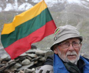 75 erių kalnų piligrimas jau 55-erius metus kopia į aukščiausias Pamyro, Tian Šanio viršūnes.