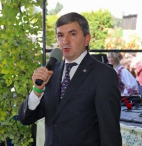 LR gen. konsulas Los Angeles Darius Gaidys sveikina šventės dalyvius.