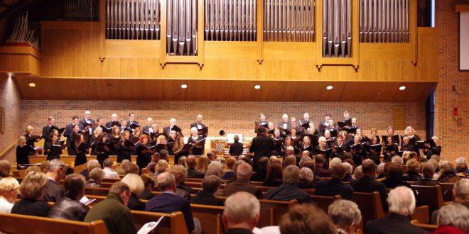 """Reformacijos jubiliejaus koncerto pradžioje nuskambėjo """"Dainavos"""" ansamblio atliekama Martyno Liuterio giesmė """"Tvirčiausia apsaugos pilis""""."""