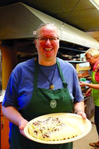 Jana Sirusaitė-Motivans mokė, kaip gaminti baltą varškės sūrį.