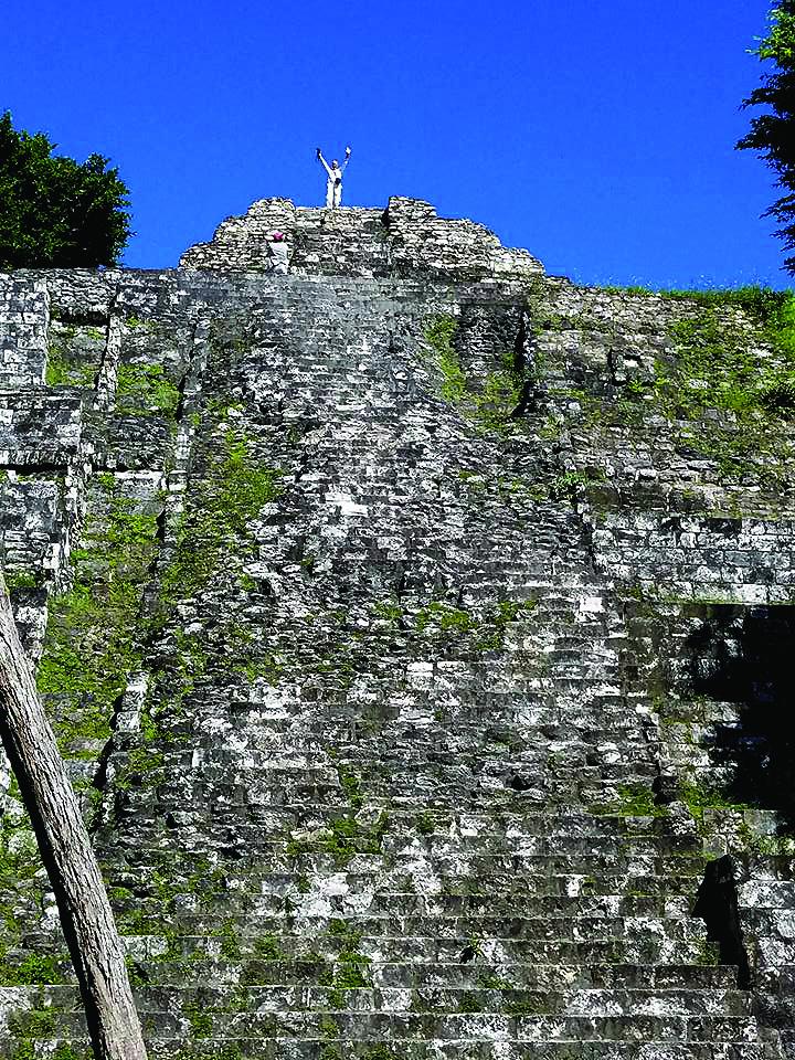 Nenusakomas jausmas atsidurti senovinės majų šventyklos viršuje…