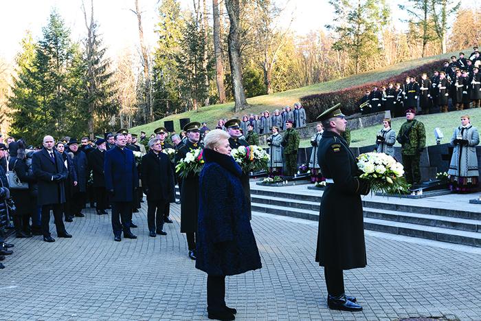 Vilniuje, Antakalnio kapinėse, pagerbtas Sausio 13-osios nakties didvyrių atminimas.