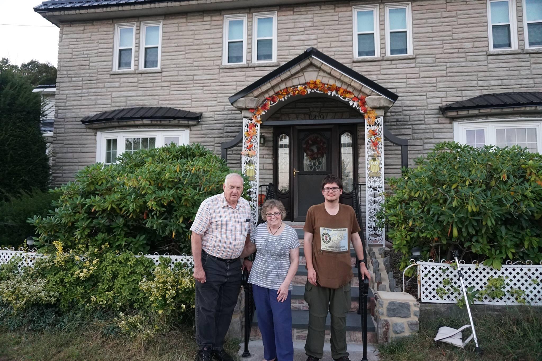 Jim ir Dot Setcavage šeima Augustinui Žemaičiui (d.) papasakojo apie lietuviškų pavardžių asimiliavimą regione.