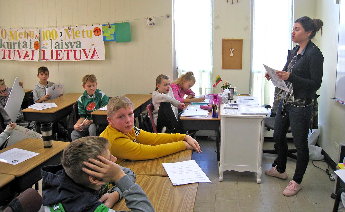 Pamoka šeštadieninės pamainos 6B klasėje su mokytoja Ieva Gaidamavičiūte.