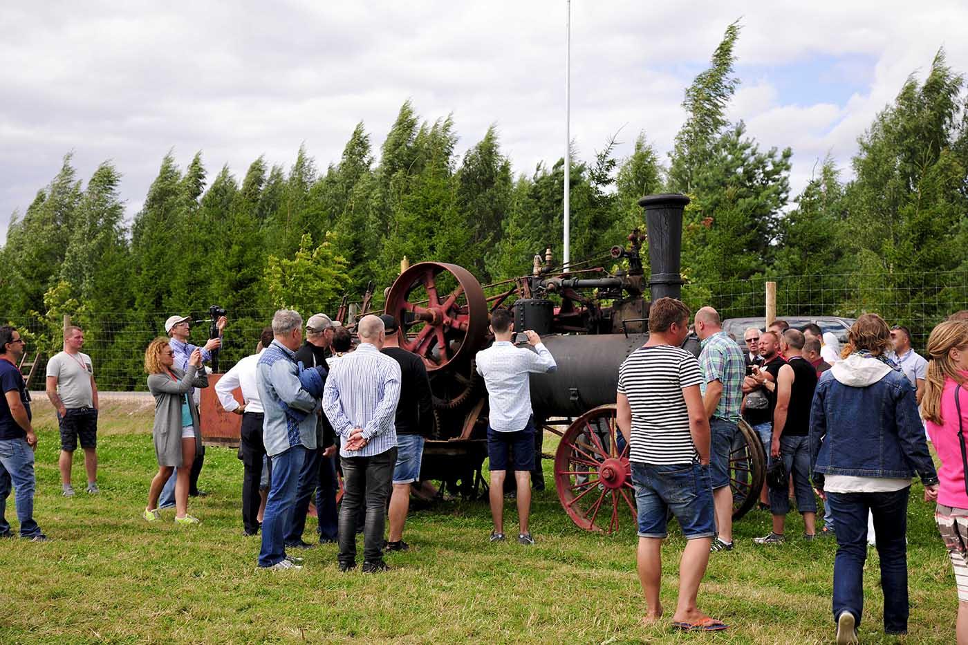 Šimtametis garo traktorius Waterloo.