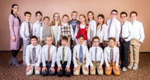 Indrė Genevičiūtė (stovi pirma iš kairės) su šeštadienio pamainos penktokais.