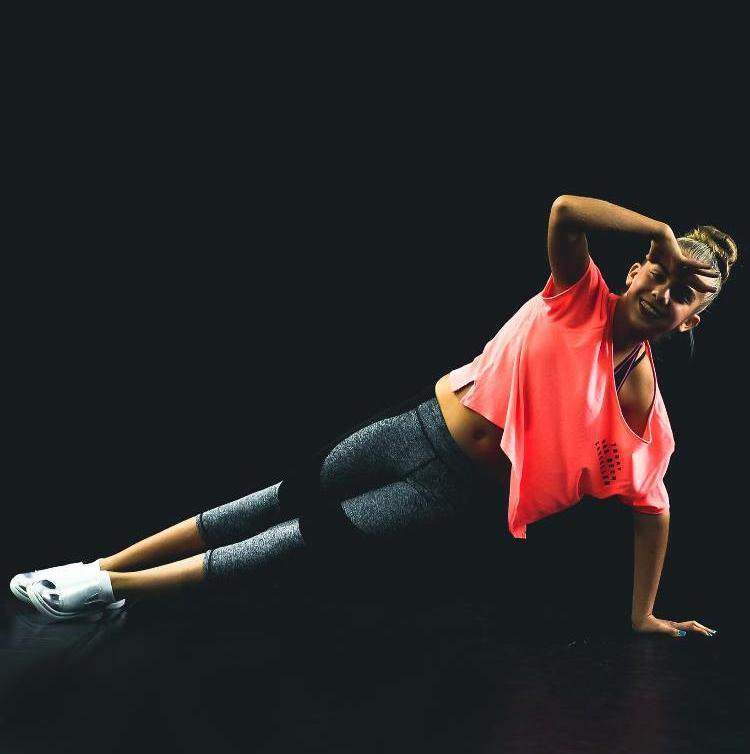 Urtė šoka hip-hopą Vaughan šokių akademijoje.