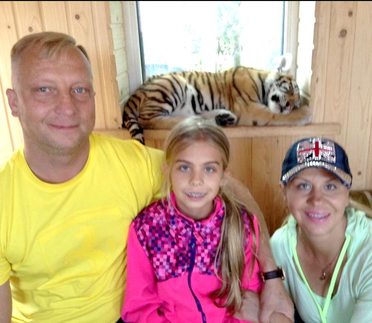 Urtė su tėvais Klaipėdos zoologijos sode.