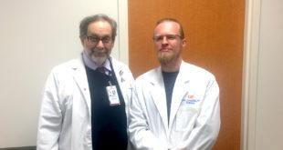 Mindaugas Briedis (d.) su tyrimo Memphis universitete part-neriu profesoriumi Harris L. Cohen.