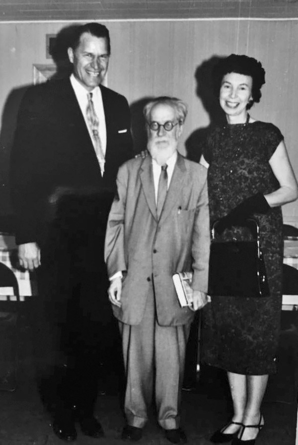 M. Biržiška su garsiu tautiečiu krepšininku Pranu Lubinu ir jo žmona Mary Agnes.