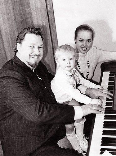 Šeimos fortepijoninis trio su mažuoju Virgučiu.