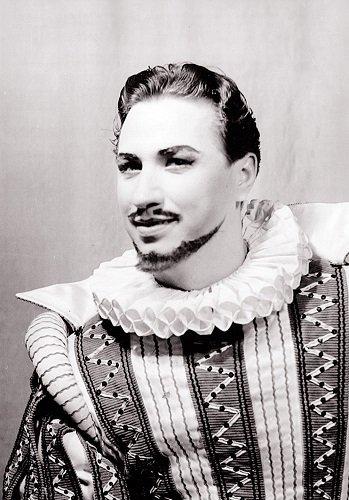 """Žavingas moterų viliotojas Hercogas operoje """"Rigoletas""""."""
