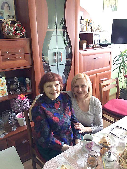 Laimutė dažnai aplanko savo mamą, gyvenančią Lietuvoje.