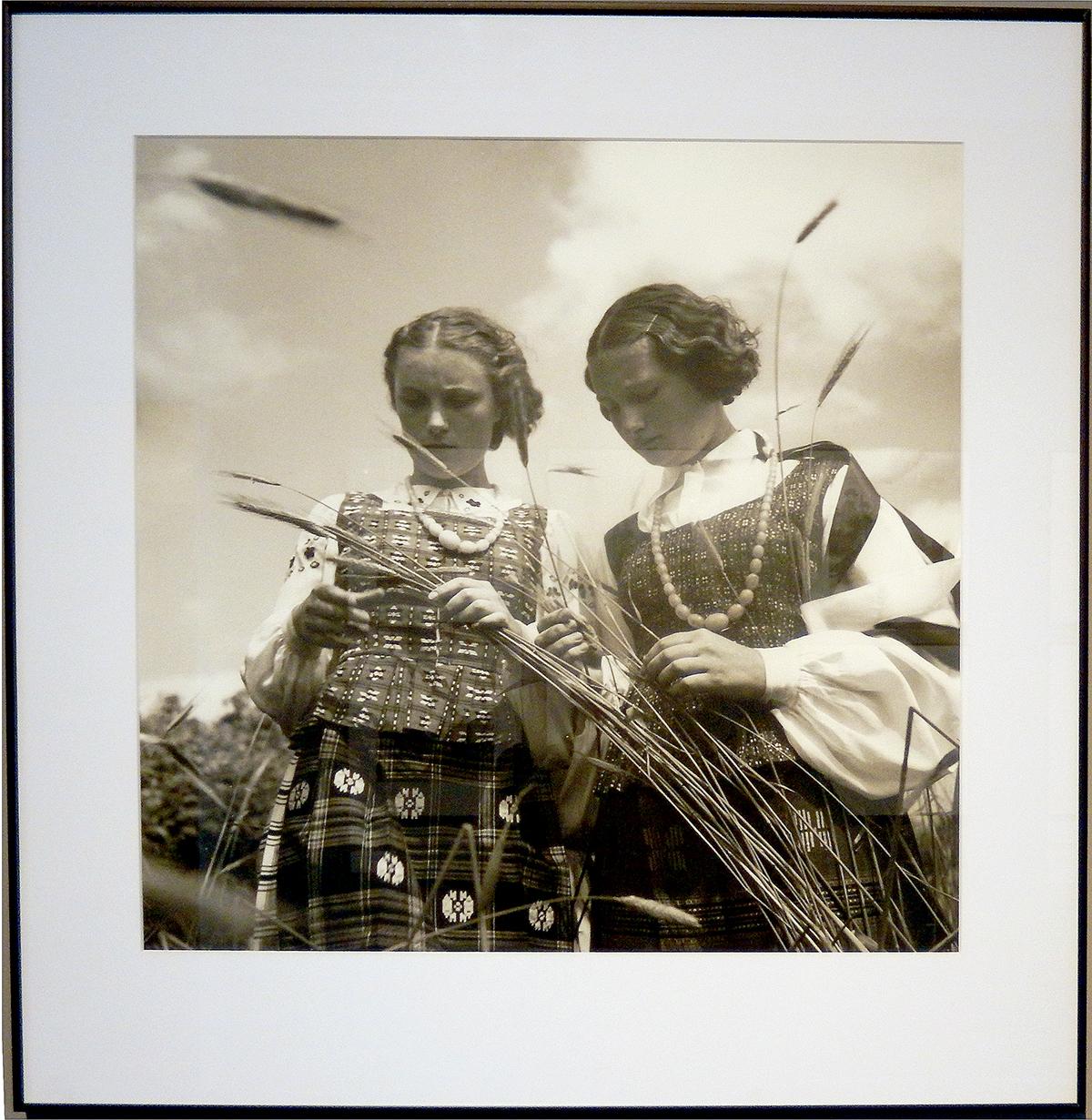 """Vytauto Augustino kūrybos vizitinė kortelė – fotografija """"Lietuvaitės"""", 1937."""