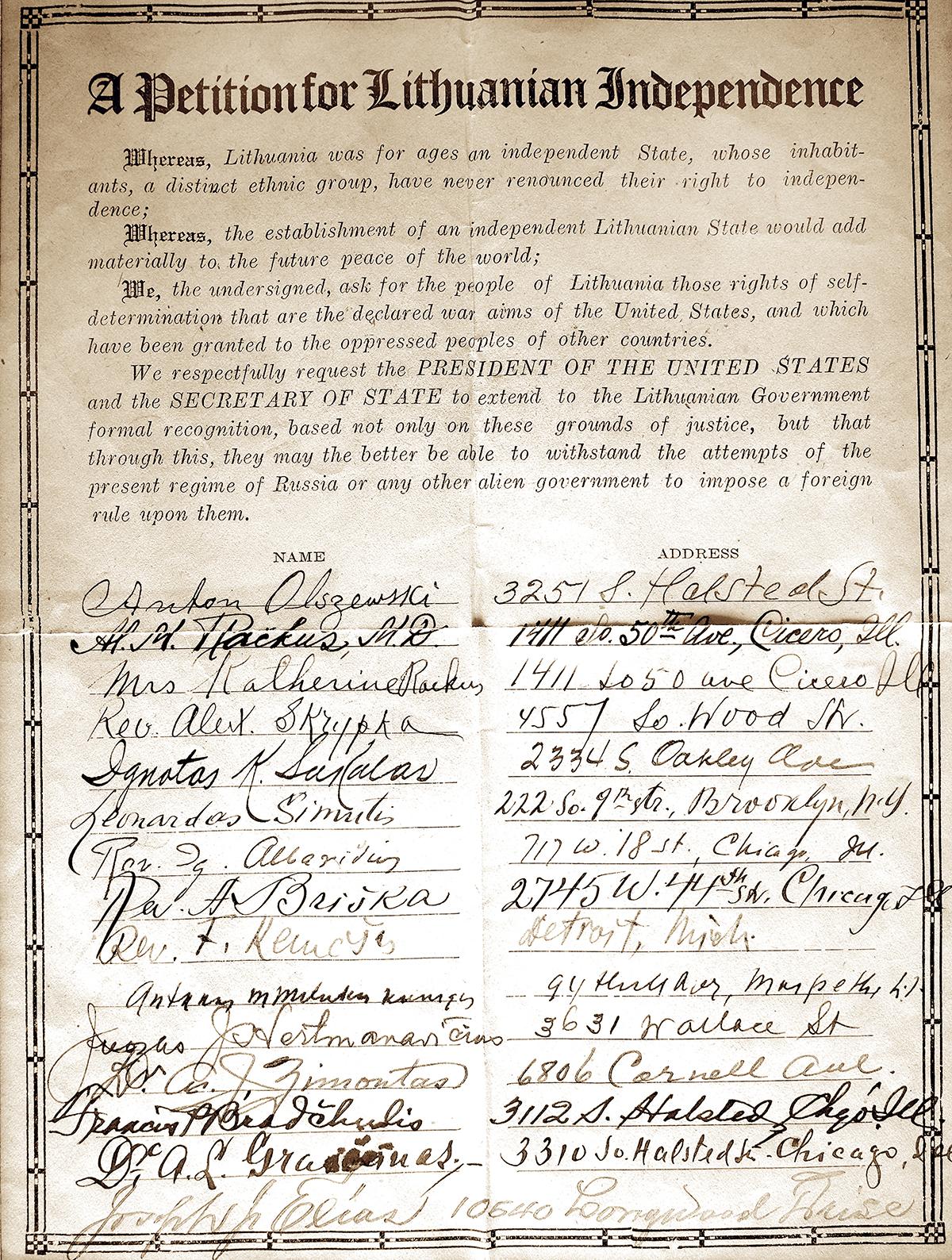 Iš milijono amerikiečių parašų po peticija už Lietuvos nepriklausomybę kol kas žinoma, kad yra likęs šis vienas originalus lapas su tuomet surinktais parašais.