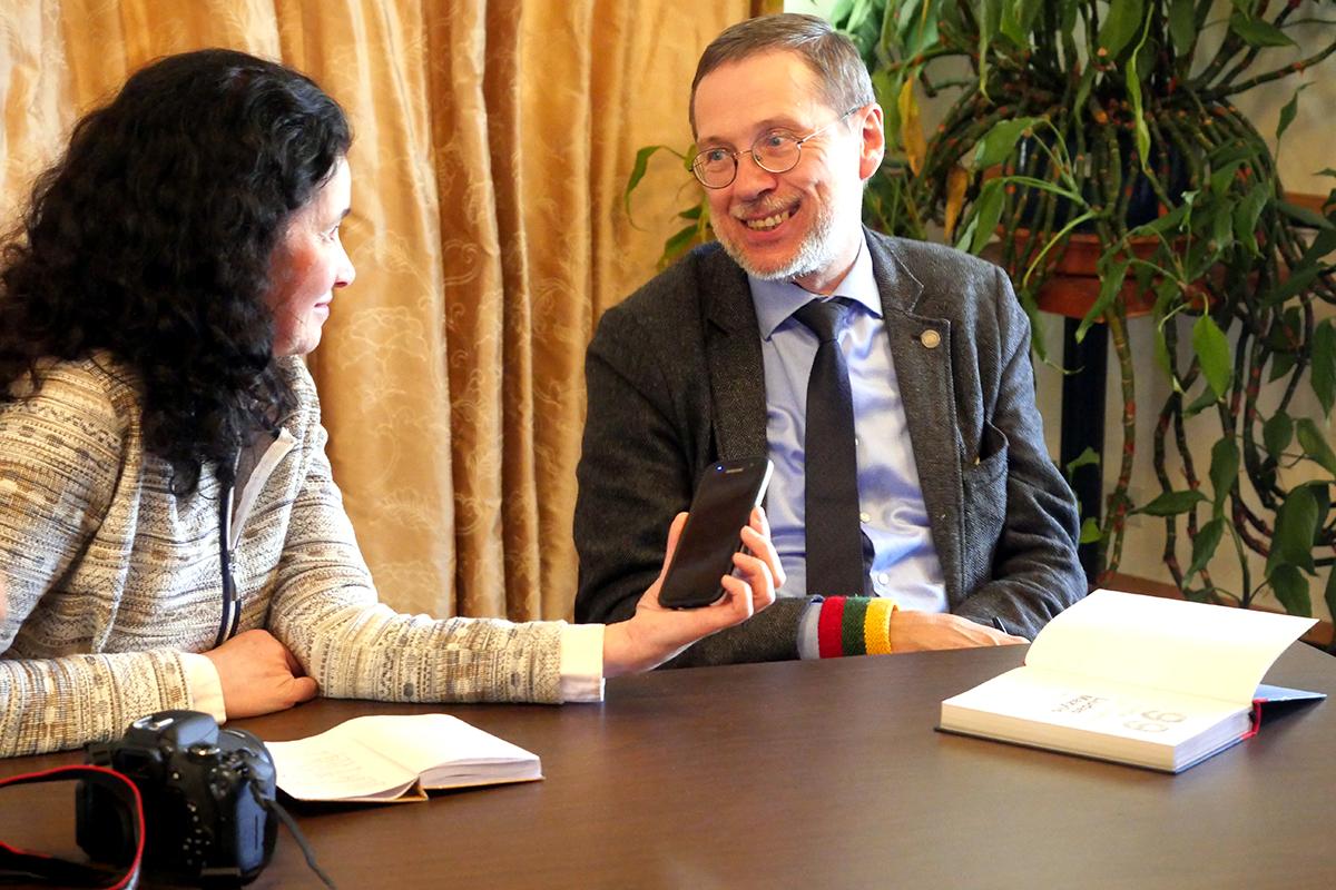 """Interviu metu su """"Draugo"""" redaktore V. Petrauskiene."""