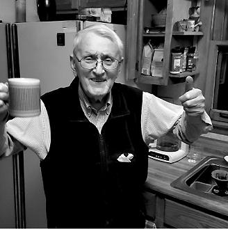 Petras ruošia kavą savo vaikams, 2017 m.