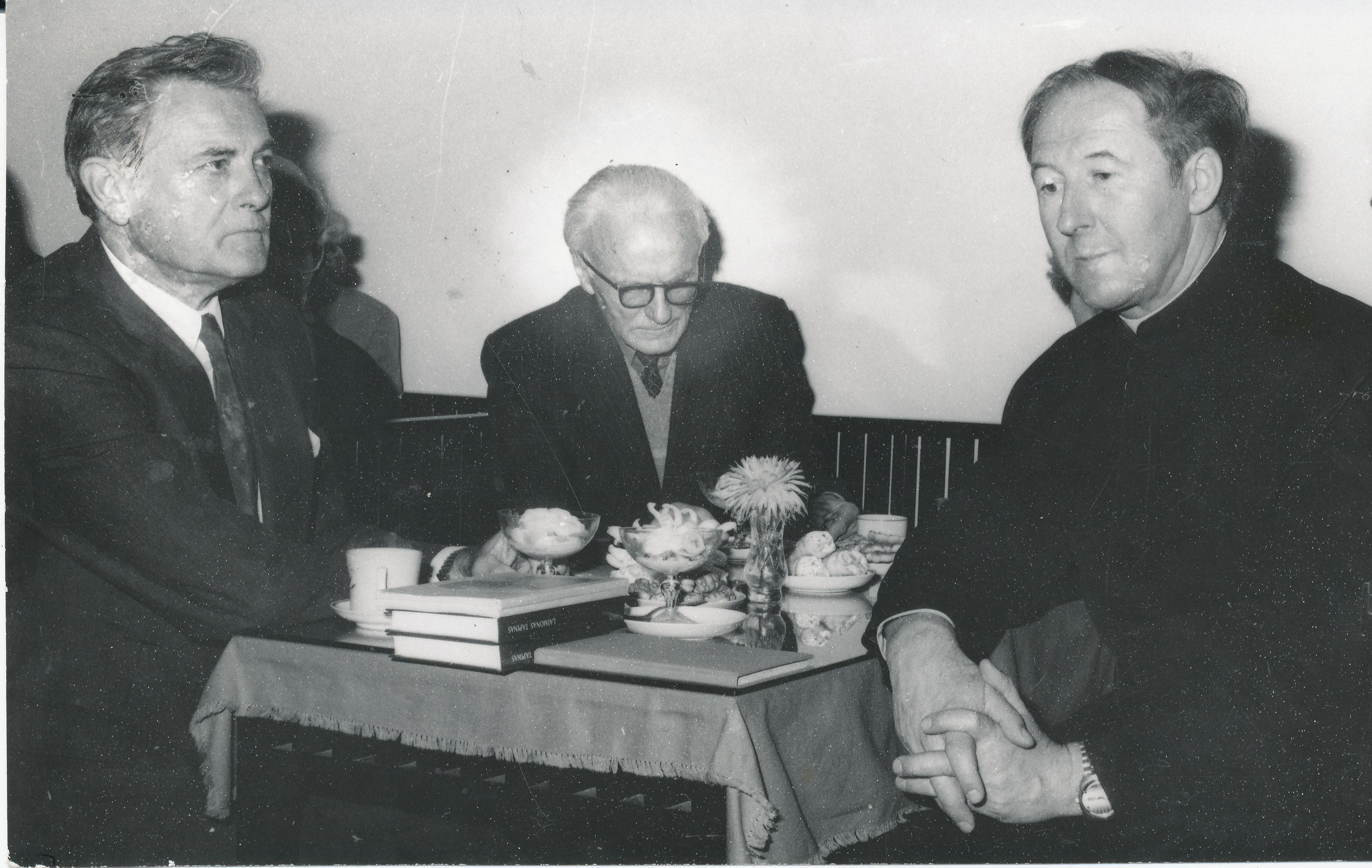 Iš k.: Valdas Adamkus, Liudas Dambrauskas ir Ričardas Mikutavičius apie 1990– 1993 metus.