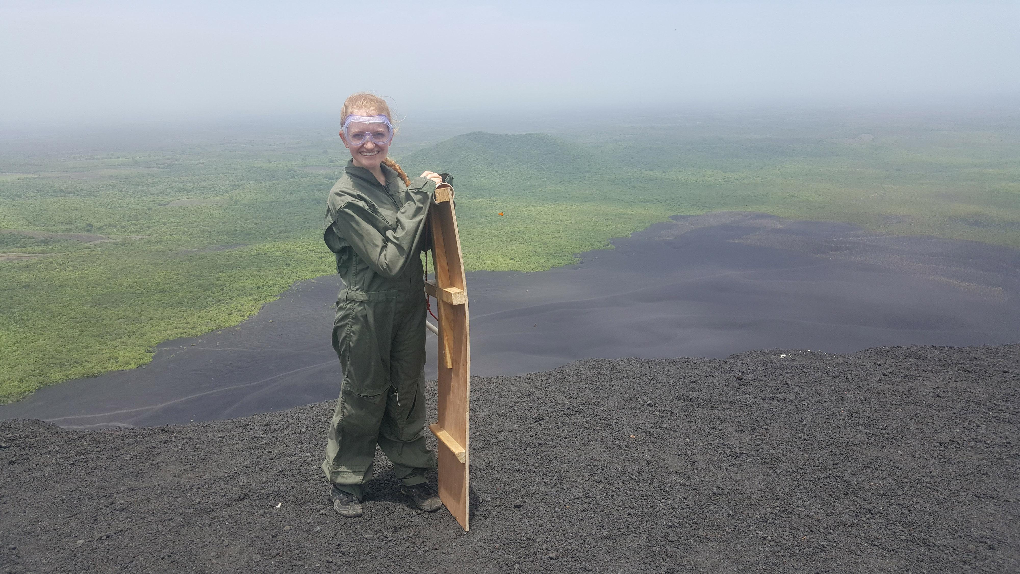Nikaragvoje Austėja išbandė čiuožimą nuo ugnikalnio.