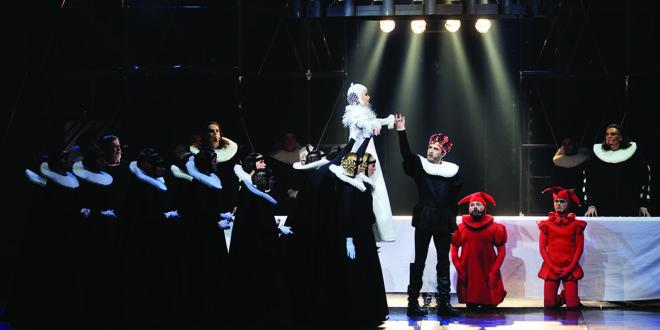 Anželikos Cholinos sukurtas spektaklis Lietuvoje vadinamas pačiu gražiausiu, įspūdingiausiu ir patriotiškiausiu pastarojo dešimtmečio didžiosios scenos kūrinių.
