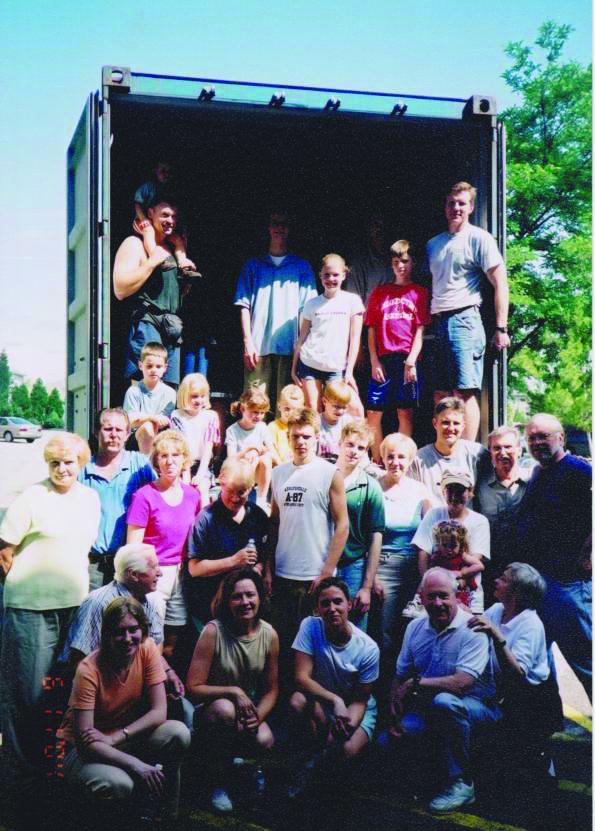Labdaros siuntos iš Amerikos nuolat keliaudavo Lietuvon.
