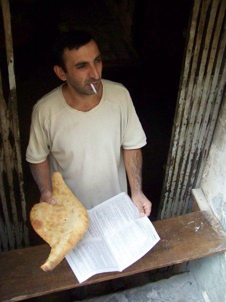 Lavašo (gruziniškos duonos) pardavėjas.