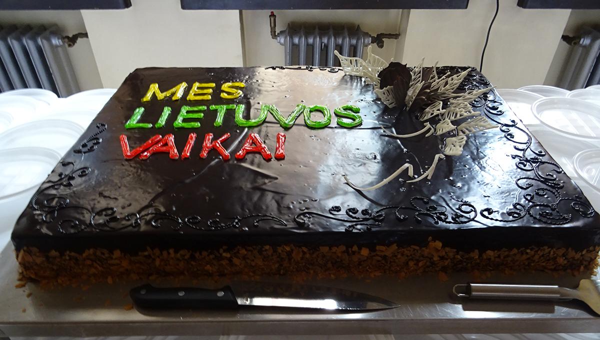 Šventinio torto užteko visiems.