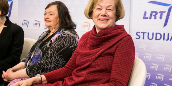 Iš kairės: Violeta Kelertas, Birutė Putrius 2018 m. Vilniaus knygų mugėje.
