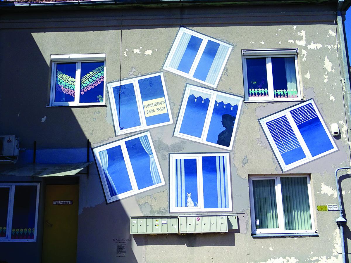 J. Woodbury papuošė vieną sieną papildomais langais.