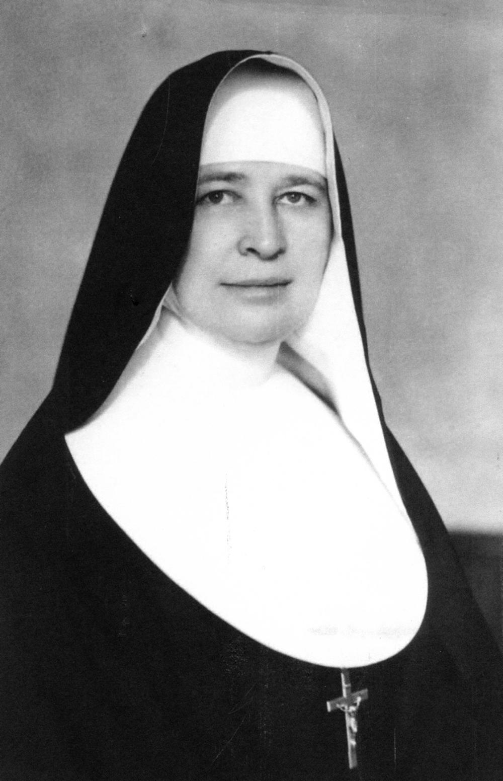 Motina Marija Kazimiera Kaupaitė muo ankstyvos jaunystės svajojo apie vienuolės gyvenimo kelią.